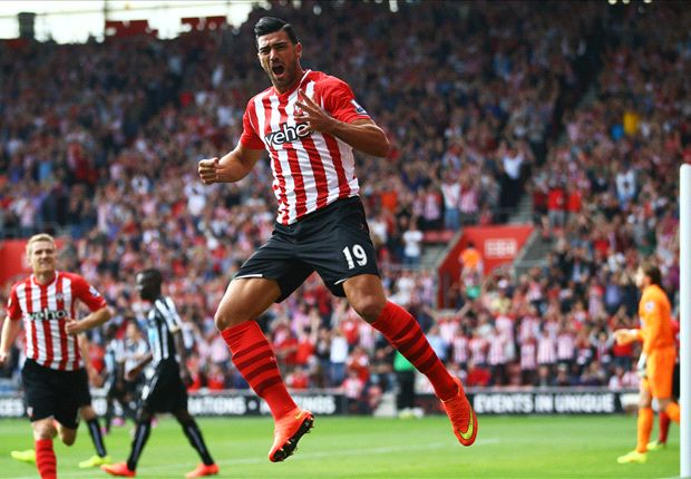 Southampton 4-0 Newcastle United: Pardew hanging on after Pelle double