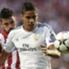Hat erst kürzlich seinen Vertrag bei Real bis 2020 verlängert: Raphael Varane (re.)