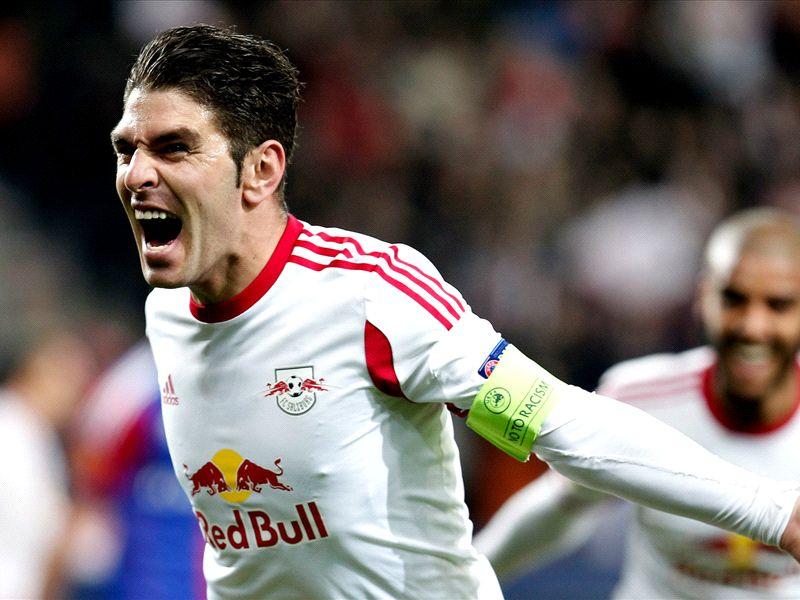 La splendida punizione di Soriano e gli highlights di Europa League