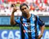 Ronaldinho, a los pelotazos