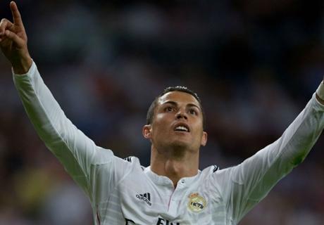 Ronaldo salutes teammates