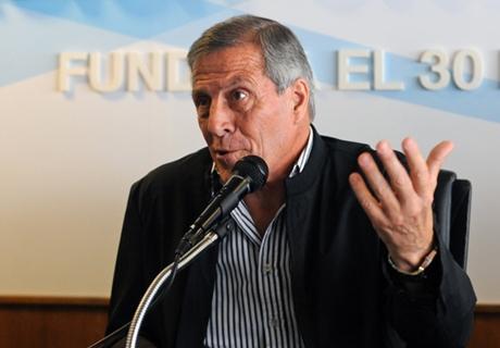 Tabárez vs. Gallardo por Sánchez