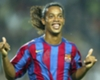 VIDEO: Ronaldinho picks out Giuly with no-look pass for Barca legends