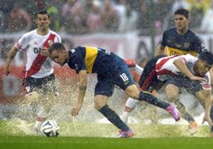 El encuentro que jugaron por el torneo local estuvo pasado por agua.