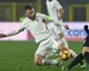 Roma's Daniele De Rossi tackles Roberto Gagliardini