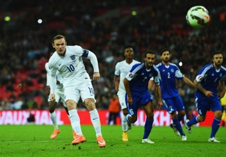 Hodgson backs Rooney to set record