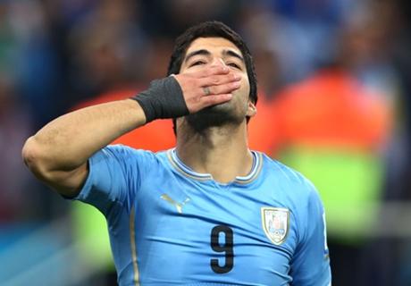 Suarez scores twice for Uruguay