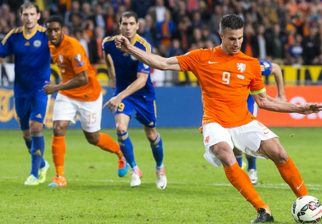 Van Persie happy after 'bizarre' game
