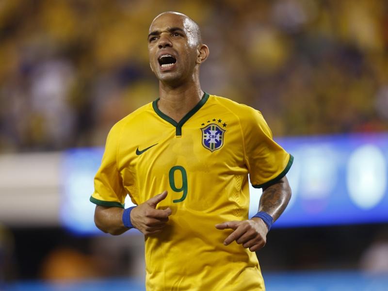 Titular do Brasil, Tardelli recebe menos que Sheik e Damião