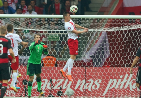 Neuer takes blame for Poland loss
