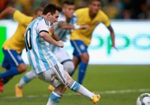 Ya con el Tata Martino, que vuelve a encontrarse con Leo, como DT de la Selección, Argentina enfrentó a Brasil y fue derrota por 2 a 0.