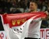 Lukas Podolski fiebert beim Köln-Derby gegen Gladbach mit