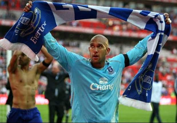 Americans In The UK: PK Hero Howard Rescues Everton