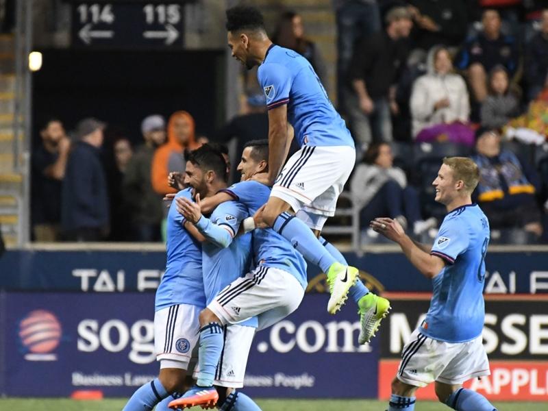 VIDEO: David Villa scores from 50 yards