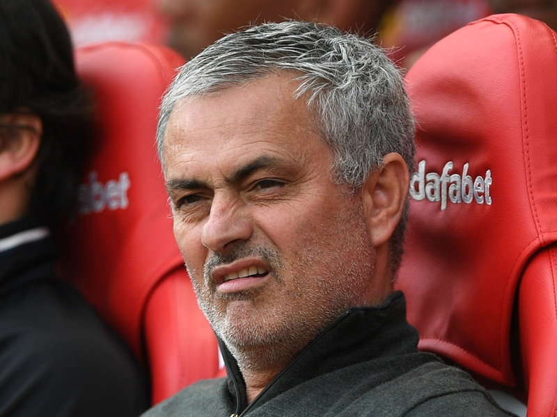 Mourinho: Praise of Conte's Chelsea shows double standards