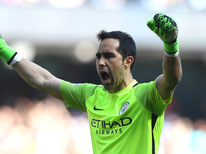 Bravo welcomes Man City competition from €40m arrival Ederson
