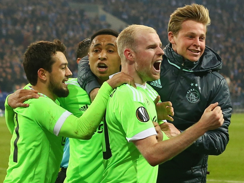 Schalke 3 Ajax 2 (3-4 agg, aet): Dutch delight as stunning comeback falls short