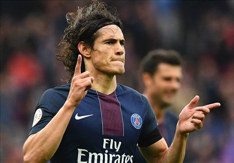 Cavani signs PSG contract extension