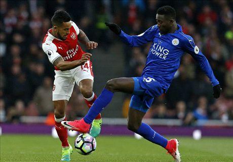 Arsenal kruipt door oog van de naald
