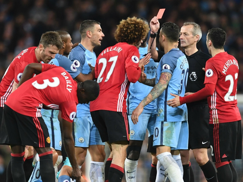 'Please sell Fellaini. PLEASE' - Twitter reacts to Man Utd midfielder's headbutt in Manchester derby