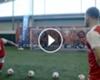 ► Özil le enseña a sus compañeros