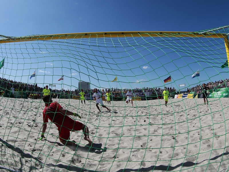 VIDEO: Iran keeper scores screamer at Beach Soccer World Cup