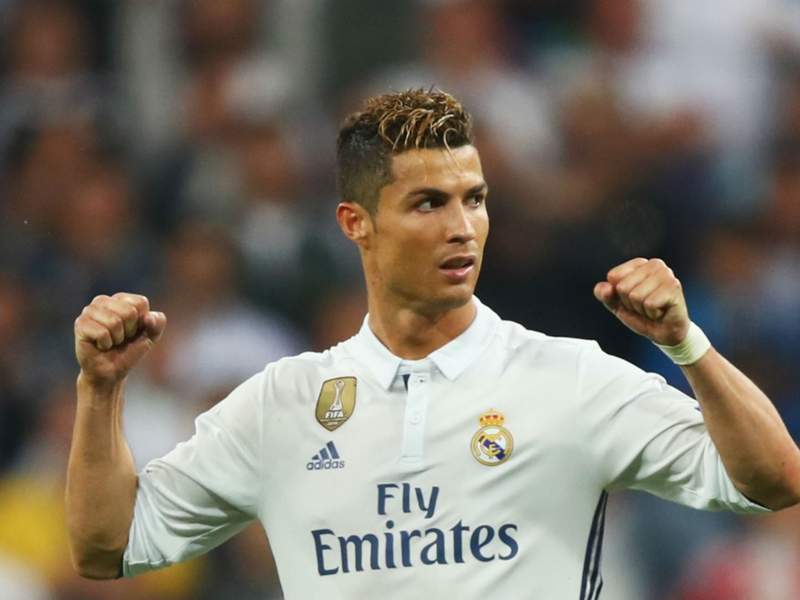 Muller lauds 'extraordinary' Ronaldo