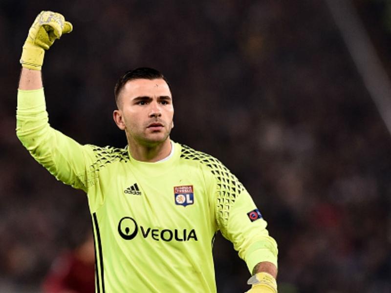 Marseille-Lyon : Anthony Lopes et Adil Rami suspendus trois matches