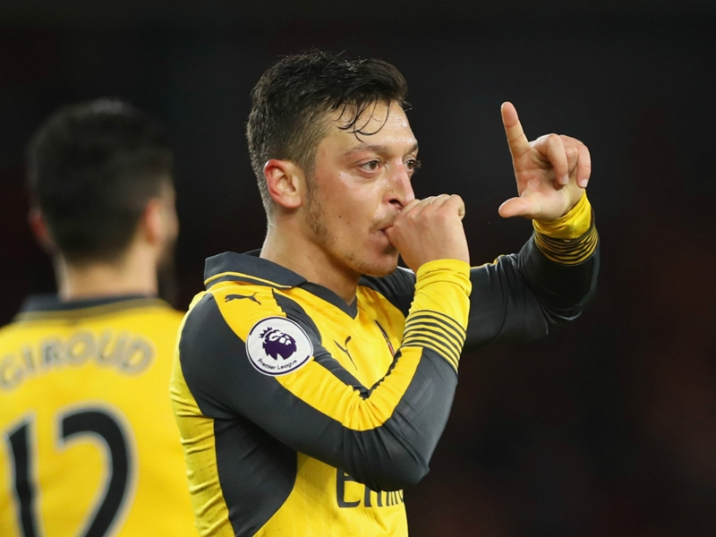 VIDEO: Ozil's crazy crossbar challenge for Arsenal team-mates