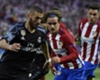 Karim Benzema a duello con Griezmann durante Atletico-Real