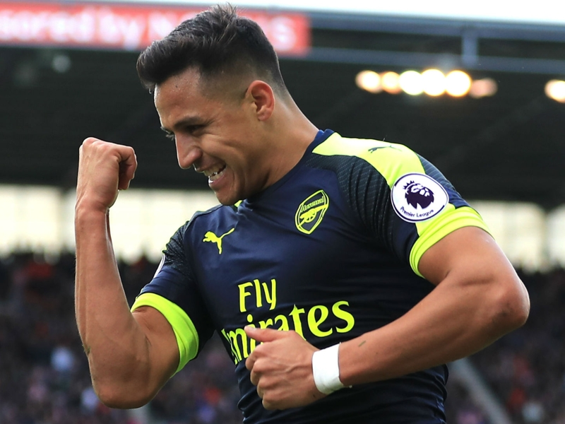 Wenger praises 'fighter' Sanchez for playing through the pain