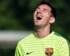 Lionel Messi y Didier Drogba dan la vuelta al mundo