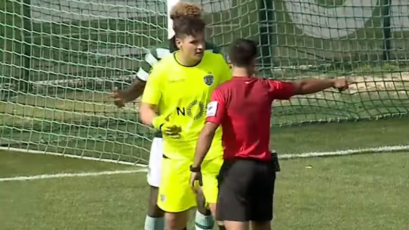 VIDEO: Crazy penalty in Portugal conceded by idiotic substitute