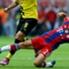 Auch Bayern-Star Philipp Lahm weiß, wie man eine Grätsche ansetzt