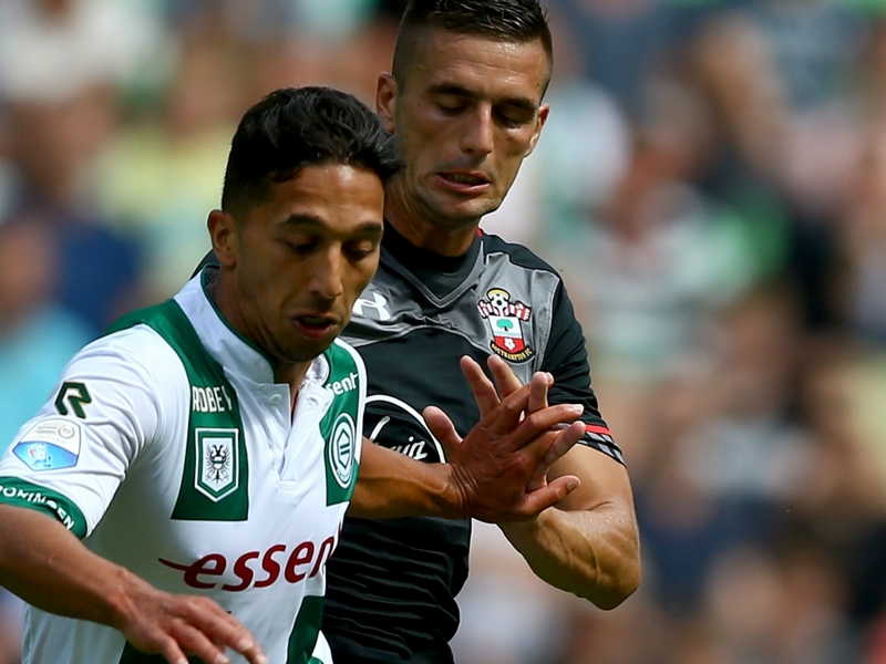Mariners complete swoop for Dutch midfielder Tom Hiariej