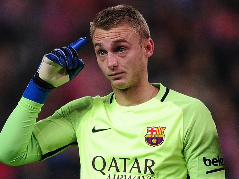 Cillessen to 'fight' for Barcelona No.1 spot but could consider January exit