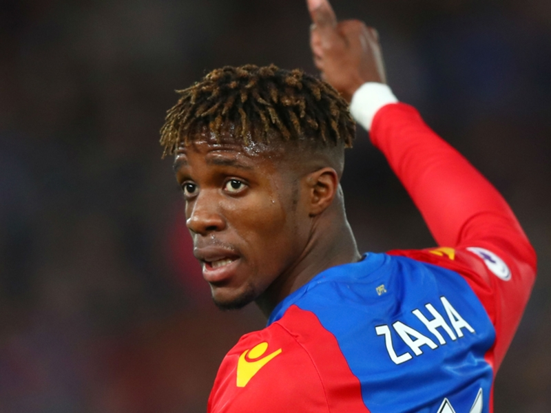 Tottenham target Zaha signs long-term Palace deal