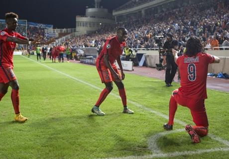 'Cavani the best striker in the world'