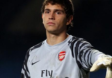 Wenger backs goalkeeper Martinez