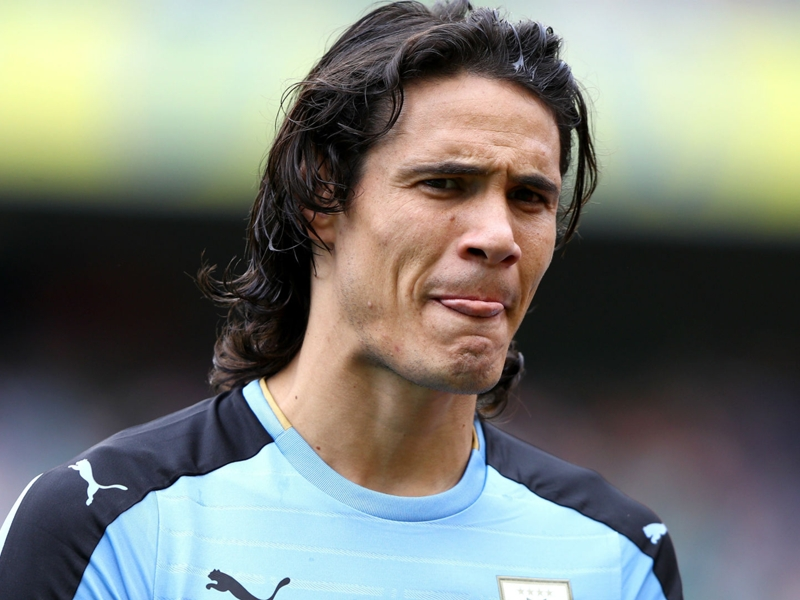 PSG star Cavani limps off for Uruguay in Dublin