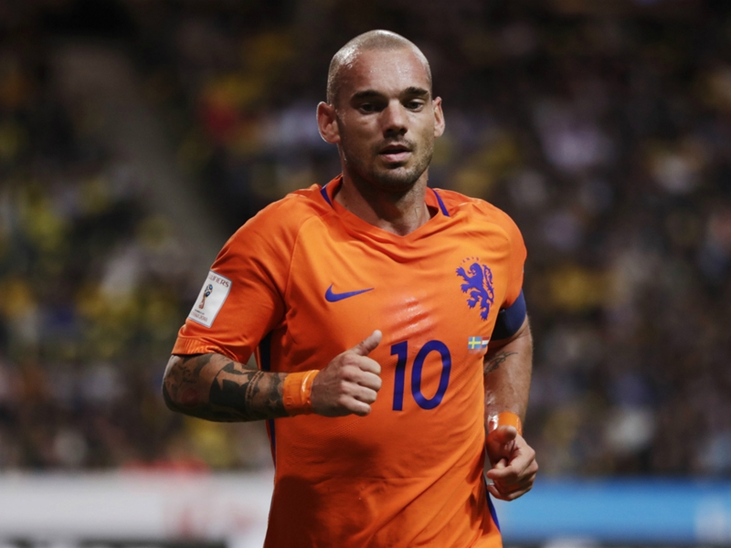 Sneijder hits out at 'jealous' critics after matching Van der Sar record