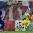 Roberto le tapa un tiro a quemarropa al español Morata.