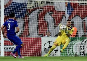 Roberto saves Alvaro Morata's shot