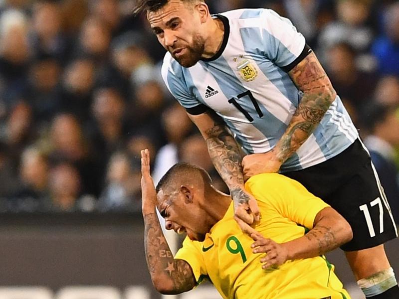 Otamendi blesse Gabriel Jesus et agace les supporters de Manchester City