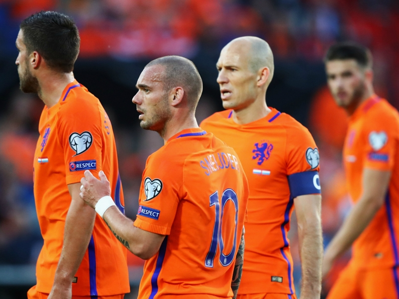 Netherlands 5 Luxembourg 0: Sneijder scores on record-breaking appearance