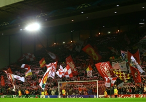 Los hinchas de Liverpool le pusieron mucho color a su tribuna.