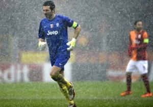 Galatasaray-Juventus 1-0 (Champions League 2013/14) - Il pasticcio iniziato a Copenaghen viene completato ad Istanbul, contro il Galatasaray, nel contesto surreale di una partita quasi unica nella storia, spezzata in due da condizioni climatiche proibi...