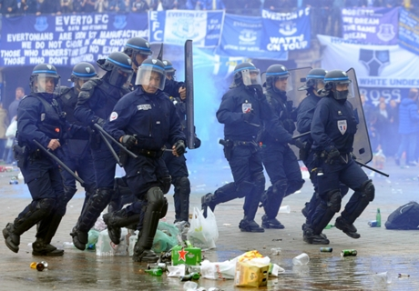 Everton fans clash with police in Lille
