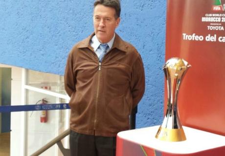CAZ recibió el trofeo del Mundial de Clubes
