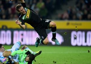 Otro que vuela, en Mönchengladbach, pero la pelota sigue